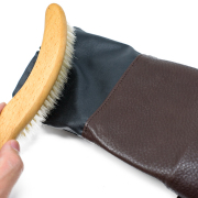 裏地を引っ張り出して掃除ができます。毛くずが溜まるのを防いで衛生的に使うことができます。